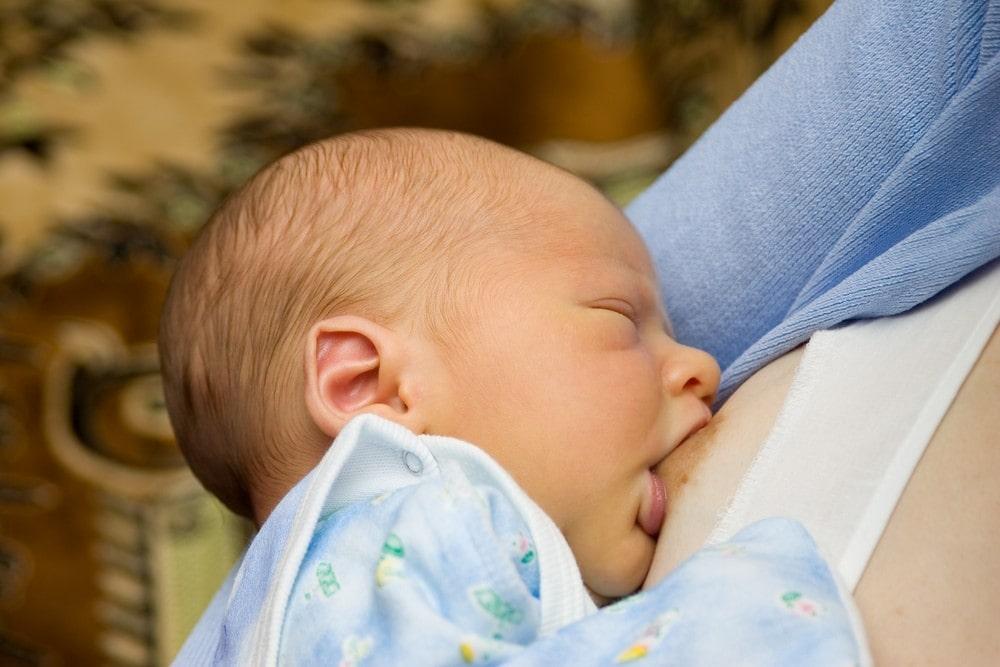 La Lactancia Materna vs Alimentación con Biberón