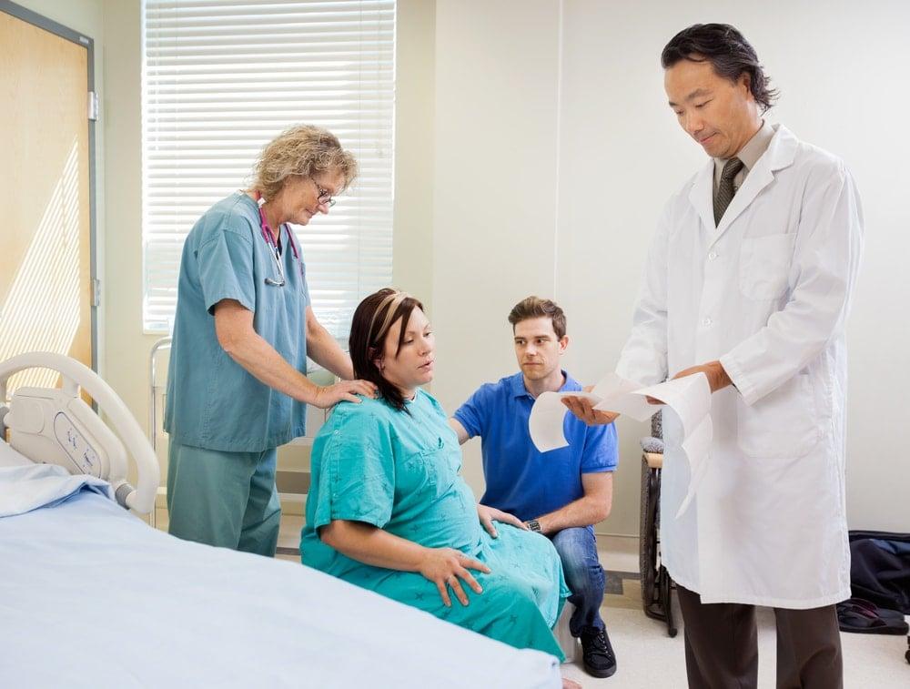 nitrous-oxide-during-labor-Pregnant-woman-hospital-doctor-nurse-father | American Pregnancy Association