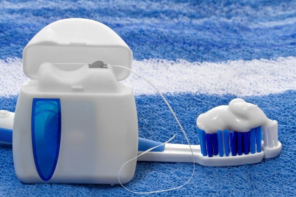 Cepillos dentales están usado para tratar la enfermedad de las encías naturalmente durante el embarazo
